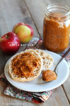 Homemade apple butter with a big dose of pumpkin pie flavor! Spread it on toast, pancakes, and more for a delicious fall-inspired breakfast! Homemade Apple Butter, Homemade Applesauce, Canned Pumpkin, Pumpkin Bread, Pumpkin Butter, Apple Recipes, Pumpkin Recipes, Roasted Fall Vegetables, Creamy Coleslaw
