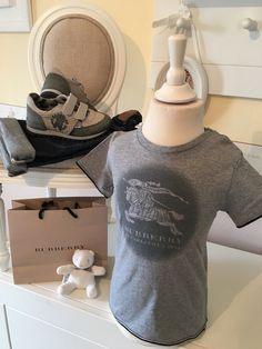 Mein Orig. Burberry T-Shirt Gr.4 Jahre / 104 cm Neu von Burberry! Größe 104 für 35,00 €. Schau´s dir an: http://www.mamikreisel.de/kleidung-fur-jungs/kurzarmelige-t-shirts/31741985-orig-burberry-t-shirt-gr4-jahre-104-cm-neu.