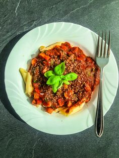 You like pasta? You like easy and quick recipes? Perfect, I`ve got something for you - my Pasta with Tomato-Carrot Sauce! Quick Recipes, Carrots, Spaghetti, Pasta, Beef, Ethnic Recipes, Food, Meat, Fast Recipes