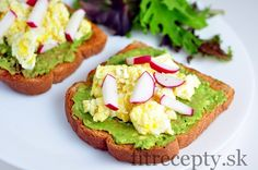 These healthy toasts with avocado, scrambled eggs and radish have recently become a staple in my breakfast selection, because they are simply perfect! Avocado Toast, Fresh Avocado, Mashed Avocado, Healthy Fats, Healthy Recipes, Desserts Sains, Le Diner, Fresh Bread, Eating Clean
