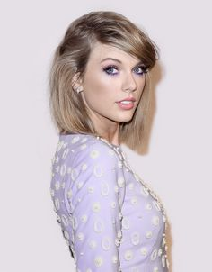 Taylor Swift pink and purple eye shadow