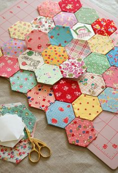 Hexagon quilt?! Mmm. Yes.  Want to know more? http://onlinequiltingclassesmembership.ning.com/