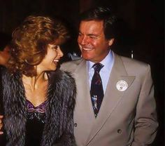 "Robert Wagner and Stefanie Powers.  What a great couple they made on their 1979 - 1984 t.v. series ""Hart To Hart""!"