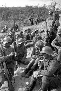 Soviet troops during battle with Japanese Army at Nomonhan on border between #China and Mongolia in 1939. #WW2 #Japan