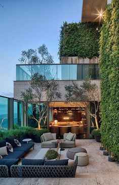 WWW.BelsLittleLiver.com ❥❥❥❥❥❥❥❥❥❥❥❥❥❥❥❥❥❥❥❥❥❥❥❥ Re-affirms me how important GREEN walls are to me! NEED em! #contemporaryarchitecture
