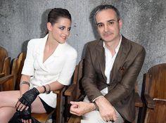 Kristen Stewart foi mencionada em uma lista da revista Harpers Bazaar que falou sobre as celebridades que acompanharam aos desfiles da Paris Fashion Week na primeira fileira.