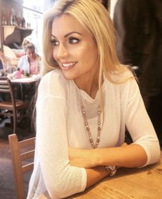 Former Miss World Rosanna Davison is a busy lady but this weekend she took some time out to enjoy the sights and scenes of London. Miss World, London Life, Photo Wall, Lady, Model, Blessings, Style, Fashion, Swag