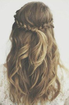 Casual half up half down hairstyles that we are loving! Wedding Hairstyles Thin Hair, Wedding Hairstyles Half Up Half Down, Half Up Half Down Hair, Afro Hairstyles, Hairstyles With Bangs, Casual Hairstyles, Hair Wedding, Updos Hairstyle, Black Hairstyles