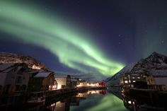 Northern Lights in Nyksund (Photo: Rainer Kammerlochner/Holmvik Brygge) - mostly abandoned fishing town that is nearly pitch black at night