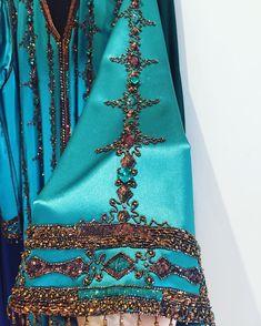 intage kaftan #sleeve #details #handembroidery #royalgreen #vertroyal #silk #satin #glamour #chic #originalbrand #creation #abudhabi🇦🇪