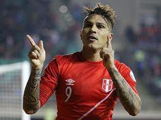 Paolo Guerrero pidió a los hinchas no dejar de alentar a la selección peruana