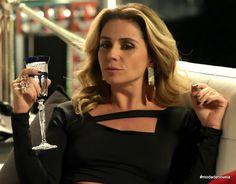 Look da Atena dia 29 de dezembro na novela A Regra do Jogo (6 imagens) - blog Moda de Novela