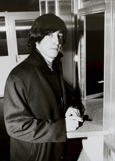 John Lennon exchanging money at Zurich Airport, January 1965 | Tages-Anzeiger
