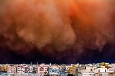 Sandstorm in the city by Rizalde Cayanan, Kuwait. Photograph: Rizalde Cayanan/Courtesy of Atkins CIWEM Environmental Photographer of the Year. via The Guardian. Bbc, Photography Competitions, Photography Contests, Planet Pictures, Powerful Pictures, Concours Photo, Climate Change Effects, Most Haunted, World's Biggest