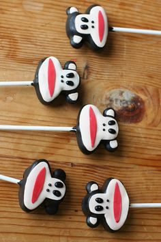 It's Cake Pop Pinsday! How sweet are these treats from Sweet Lauren Cakes?
