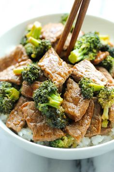 Easy Beef and Broccoli in 15 min from start to finish.quicker, cheaper and healthier than take-out via Damn Delicious Asian Recipes, Beef Recipes, Cooking Recipes, Healthy Recipes, Kraft Recipes, Quick Recipes, Recipies, Easy Beef And Broccoli, Broccoli Meals