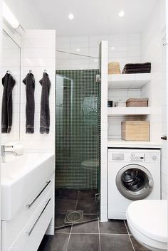 Petite Salle de Bain : 44 PHOTOS (Idées & Inspirations) Corner shower with vanity on one side & washer/dryer/linen closet on other side. Laundry Bathroom Combo, Small Laundry Rooms, Bathroom Closet, Laundry Area, Bathroom Storage, Master Bathroom, Compact Laundry, Bathroom Organization, Closet Storage