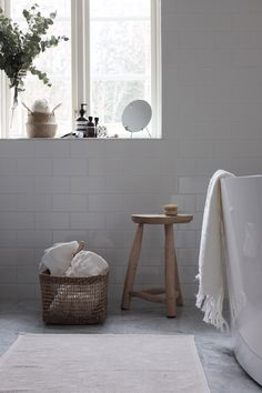 If you have a small bathroom in your home, don't be confuse to change to make it look larger. Not only small bathroom, but also the largest bathrooms have their problems and design flaws. Barn Bathroom, Laundry In Bathroom, White Bathroom, Bathroom Interior, Bathroom Ideas, Dream Bathrooms, Beautiful Bathrooms, Living Tv, Living Room