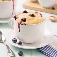Mug cake aux bananes et bleuets - Recettes - Cuisine et nutrition - Pratico Pratique Biscuits Graham, Cake Mug, Muffin Recipes, Muffins, Mousse, Dessert Recipes, Dessert Ideas, Seafood, Cheese