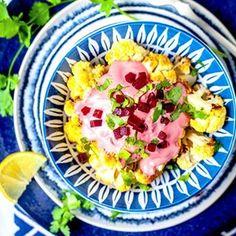 Heute gibt es  im Ofen gebackenen Blumenkohl mit Pretty Pink Tahina Sauce Das vegane Rezept habe ich aus einem kleinen HummusRestaurant in RamlaIsrael mitgebracht Link in der Bio Und es ist nicht nur supereinfach und so hbsch pink  es schmeckt natrlich auch einfach nur kstlich Ich wrde mal sagen Ihr braucht das ne Habt es lecker  blumenkohl cauliflower recipe rezept mezze israelfood tahina tahini sesame beetroot rotebete vegan vegetarisch israel visitisrael easy deliciousfood lecker…