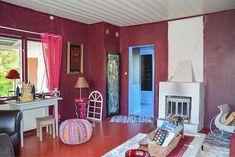 Bild: 3 rum villa på Fiskarvägen 23, Haparanda kommun Seskarö Rum, Villa, Vanity, Curtains, Mirror, Furniture, Home Decor, Dressing Tables, Powder Room