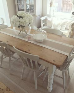 5 Reasons Why Upcycling Is Ingenious Cream Dining Room, Cosy Dining Room, Shabby Chic Dining Room, Dining Room Table Decor, Dining Room Design, Design Table, Patio Dining, Cream Grey Living Room, Dining Table Upcycle