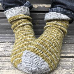 Have Some Fun, Knitting Socks, Leg Warmers, Knit Crochet, Villa, Cottage, Crafts, Gloves, Stockings
