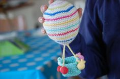 Make It: Crochet Hot Air Balloons - Free Pattern & Tutorial #crochet