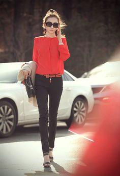 Blouse rouge + slim noir + talons noirs