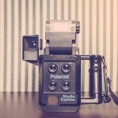 Polaroid cámara vintage! Antigua cámara Polaroid para hacer fotos de carnet. Si te apetece vivir la experiencia visítanos y te haremos unas fotos como las de antes!!!