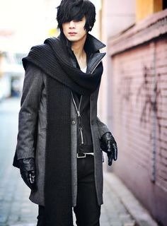 Fantastic looking outfit from this gentleman. Well done. Tie a scarf with a large coat