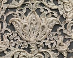 1+lace+cravat+detail,+austrian+19th+century.png 850×674 pixels