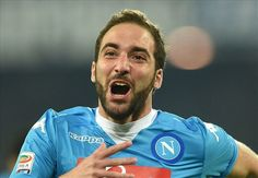 WATCH: Juventus fans give Higuain a roaring welcome