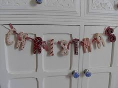 WOODEN RED & WHITE CHRISTMAS GARLAND CHIC N SHABBY NORDIC SIGN DECORATION