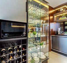 """2,969 curtidas, 17 comentários - MarianeBaptistaMarildaBaptista (@arqmbaptista) no Instagram: """"Bommmm diaaaa com pedacinho dessa cozinha linda e prática!! Cristaleira toda iluminada ficou um…"""" Wine Cabinets, Built In Cabinets, Donia, Interior Design Kitchen, Home Kitchens, Modern Design, Furniture Design, House Design, Home Decor"""