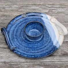 "Handcrafted by Castle Arch Pottery Ireland Some amazing features of this party platter: - Original design by Castle Arch Pottery - Part of the ""Hampton Blue"" Collection - Measures 9 inches diameter wi"