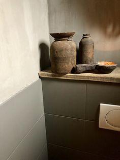 Blue Shelves, Wall Shelves, Bathroom Layout, Bathroom Interior, Wc Retro, Leaning Wall Shelf, Concrete Yard, Backyard Buildings, Frameless Shower Doors