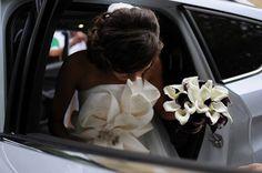 Buchet de Mireasa. Cale albe/negre by JuliasRoseShop on Etsy Cale, Trending Outfits, Wedding Dresses, Etsy, Bride Dresses, Bridal Gowns, Wedding Dressses, Bridal Dresses