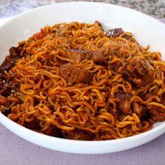 "Jjapaguri with steak (짜파구리) aka ""Ram-don"" recipe - I Love Food, Good Food, Yummy Food, Don Recipe, Maangchi Recipes, Korean Noodles, Asian Recipes, Ethnic Recipes, Ramen Recipes"
