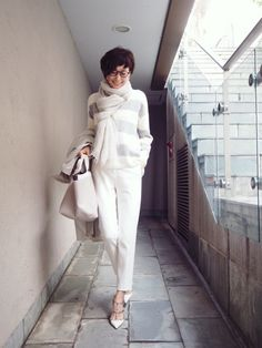 Maki's wardrobe Classic off-white White Fashion, Love Fashion, Womens Fashion, Fashion Pants, Fashion Outfits, Gamine Style, Her Style, Casual Chic, Everyday Fashion