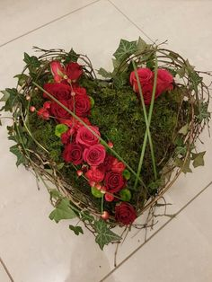 Friedhof Friedhof The post Friedhof appeared first on Blumen ideen. Valentine Wreath, Valentine Decorations, Flower Headdress, Grave Decorations, White And Blue Flowers, Beautiful Red Roses, Theme Noel, Wreath Watercolor, Funeral Flowers