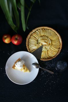 A classic apple tart made with a sweet shortcrust filled with a cinnamon apple sauce and decorated with an apple rosette. French Apple Tart, Apple Sauce, Cinnamon Apples, Dessert Recipes, Desserts, Food Pictures, Food Porn, Tasty, Meals
