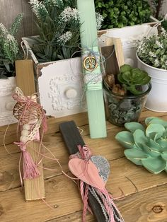 Diy And Crafts, Candles, Table Decorations, Light Bulb Vase, Easter Activities, Creative, Candy, Candle Sticks, Dinner Table Decorations