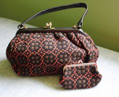 VINTAGE WELSH WOOL TAPESTRY Handbag and Matching Coin Purse Set EUC Specials Today, Cool Items, Welsh, Louis Vuitton Speedy Bag, My Ebay, Coin Purse, Tapestry, Wool, Bags