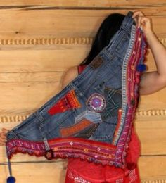 Waist wrap from jeans and patched fabric - by jamfashion. I never know what to do with this part of the jeans when recycling. Jean Crafts, Denim Crafts, Diy Clothing, Sewing Clothes, Vetement Hippie Chic, Denim Kunst, Artisanats Denim, Estilo Hippie, Diy Mode