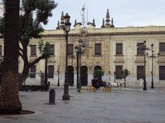 El edificio de Correos en la avenida de la Constitución