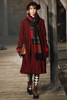 Chanel Pre-Fall 2013 - Edinburgh, Scotland The location: The halls of Linlithgow Palace, birthplace of Mary, Queen of Scots The Scottish accents: Tartans, tweeds, argyles, and Fair Isles, not to mention Stella Tennant opening the show