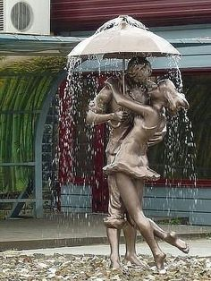 (16) Твиттер - I find this sculpture very interesting. It caught my eye