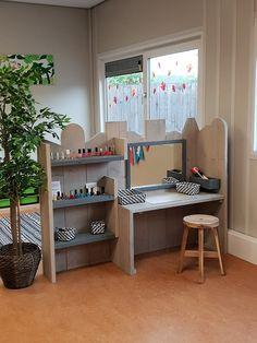 Buitenschoolse opvang 't Zunneke | Spring Kinderopvang Reggio Emilia Preschool, Reggio Classroom, Kids Play Area, Kids Room, Kid Spaces, Small Spaces, Kids Art Space, Daycare Design, Home Daycare