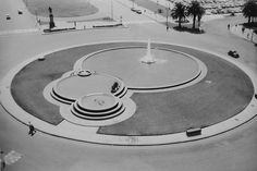 This pattern could look wonderful on the domestic scale too, with fountains or the arcing lawn surrounding linked patios or circular lawns encircled by planting (Foreshore Water Fountain, Adderly Street).